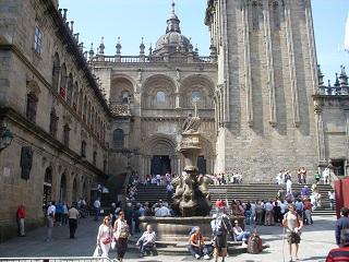 Santiago de Compostela. Ao fundo, a Basílica. Foto J.E.M. 04/06/10. Clique para ampliar.